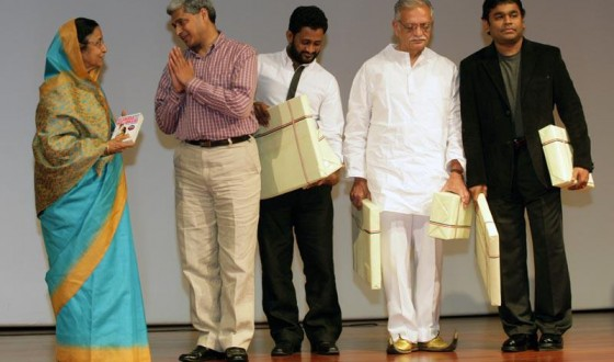 Presenting a copy of Q&A to the Hon'ble President of India Smt. Pratibha Patil at Rashtrapati Bhawan on August 2, 2009